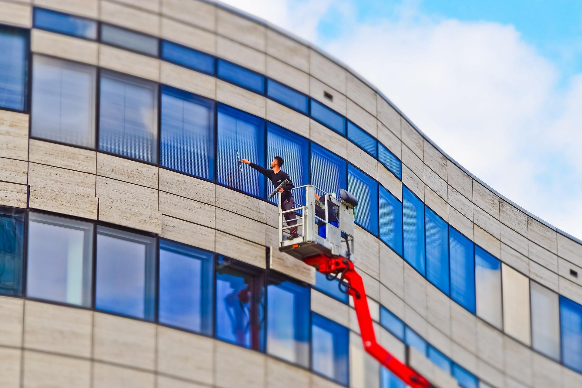 Die professionelle Fensterreinigung  ist eines von unseren vielen Spezialgebieten. Wir werden dafür sorgen, dass auch Ihre Fenster wieder glänzen. Die Fensterreinigung (Bsp. Wintergarten Fensterreinigung) umfasst folgende Arbeiten:  Glasflächenreinigung Fensterrahmenreinigung Fensterbrettreinigung Entfernen von Spinnweben
